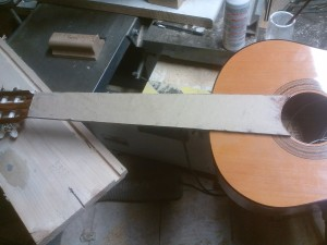 Incrustation aluminium guitare