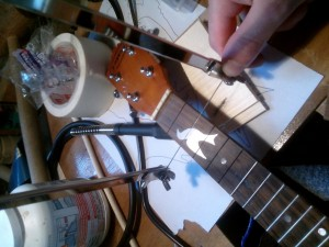 incrustation ukulele aluminium