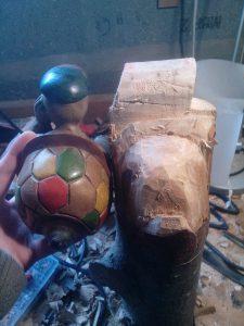 tortue en bois de dos