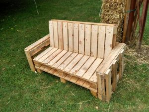 canap en palette diy mustermania. Black Bedroom Furniture Sets. Home Design Ideas
